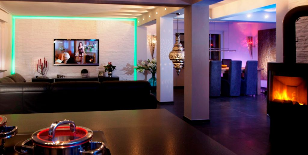 Schöner Wohnen mit TV-Wänden in verschiedenen Designs.