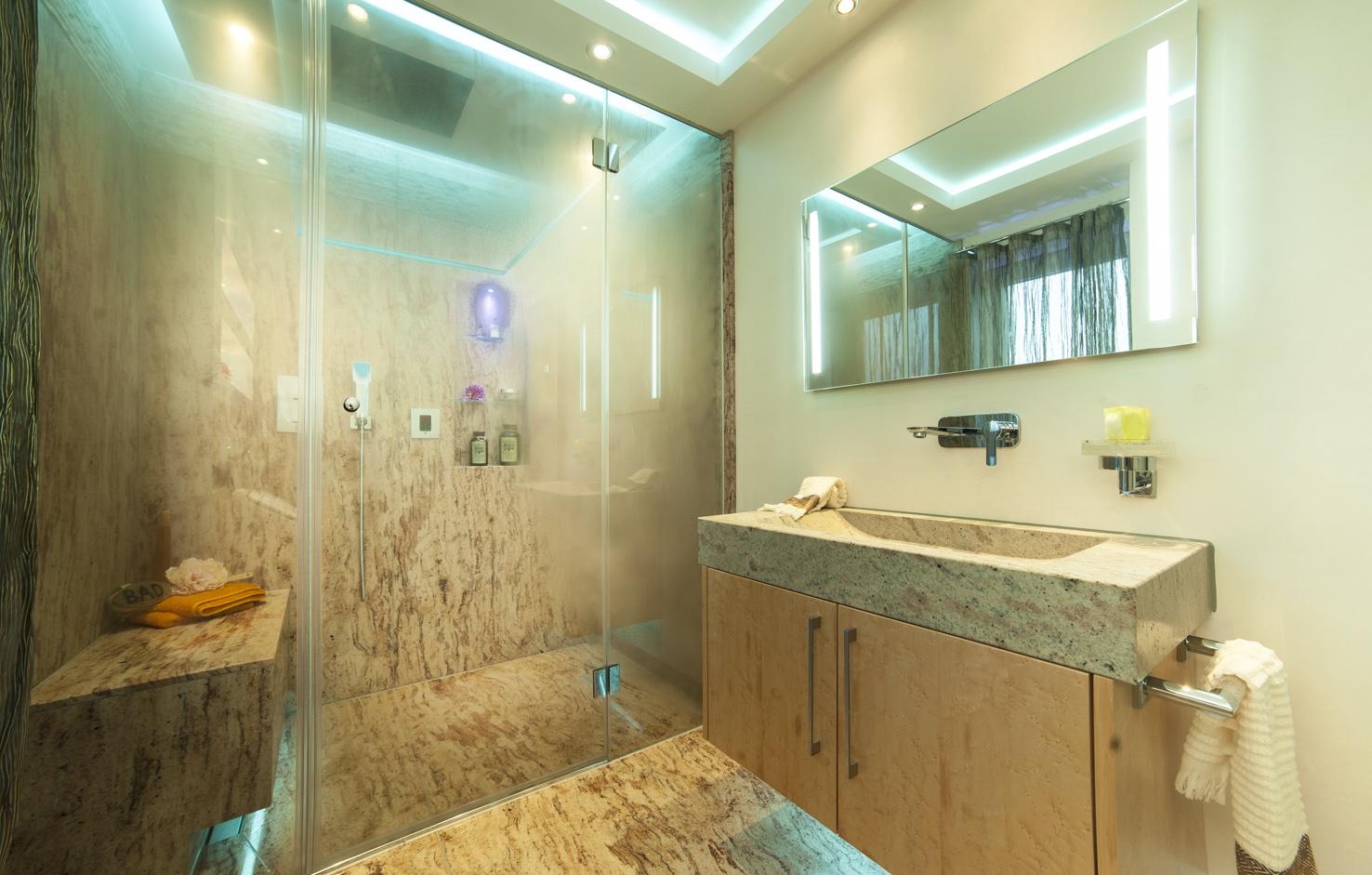 badarchitektur mit einem besonderem dusch erlebnis hwz. Black Bedroom Furniture Sets. Home Design Ideas