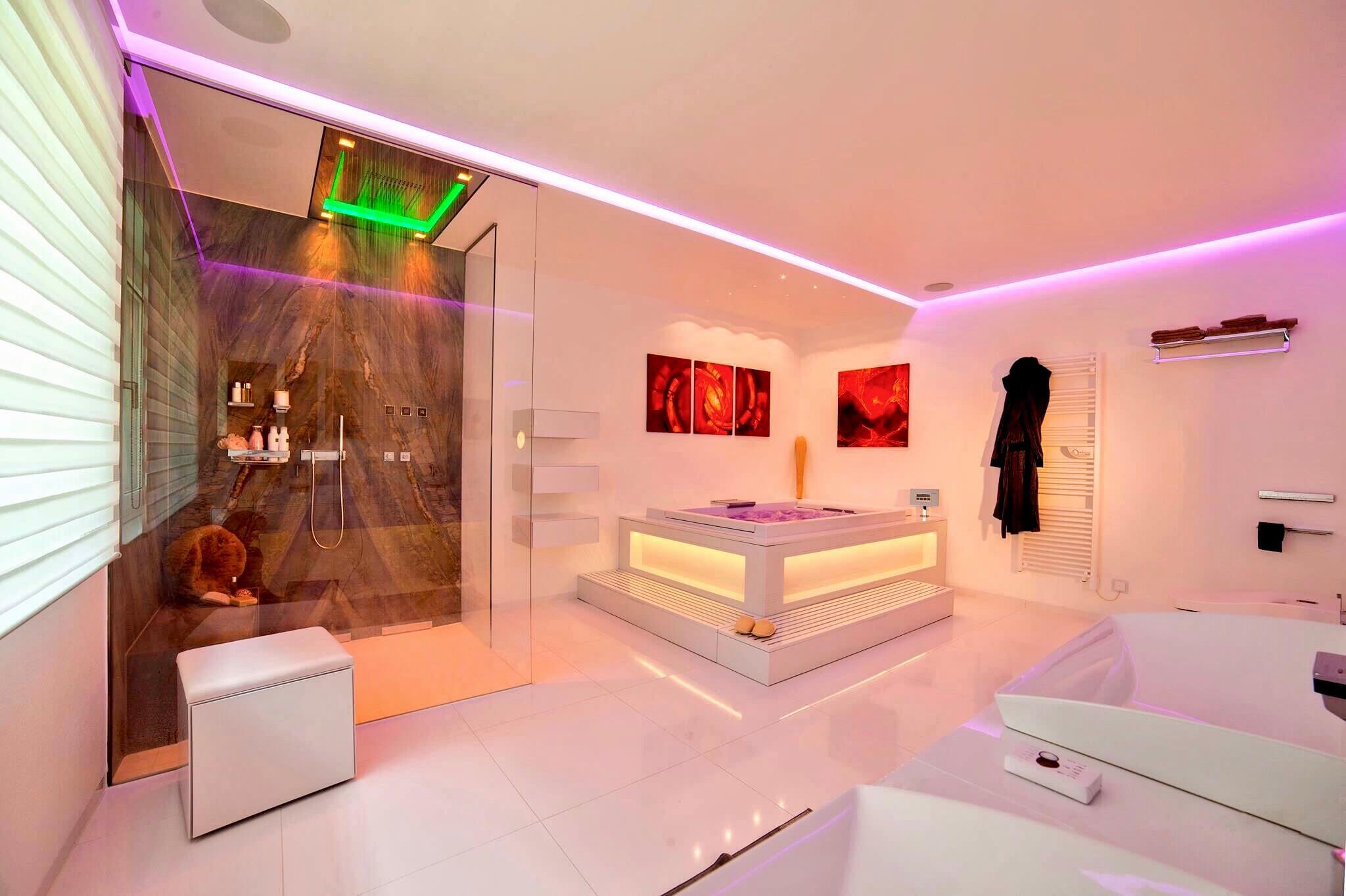 Lichtdesigner Torsten Müller Bad Spa und Interior Designer Lichtplanung RGB LED Lichtkonzepte