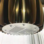 Küchentrends: Dunstabzugshauben als Designobjekt entdeckt Bisher vor allem als Funktionselement bekannt entwickelt sich die Dunstabzugshaube zum eigenständigen Designobjekt in der Küche. Ob im Herd versenkbar, so dass diese gehighlightet nur bei Nutzung aktiviert wird, oder als Ikonlampe konzipiert, welche die eigentliche Funktion im Design elegant integriert. Beispiele dafür zeigen unter anderem Miele und der niederländische Hersteller Dekkerzevenhuizen aus den Niederladen.